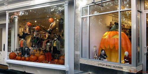 Halloween Shop Displays.Halloween Windows Report Thrills Chills On Bleecker Street The