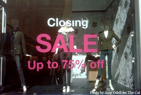 23_closingsale_560x375
